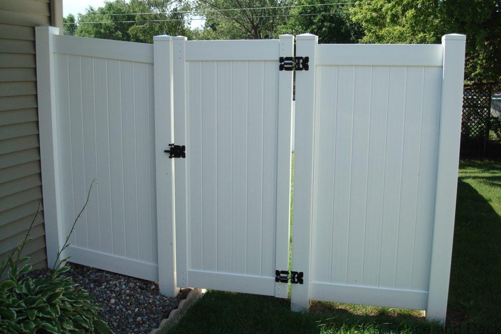 white vinyl privacy fence Madison gate 6' tall