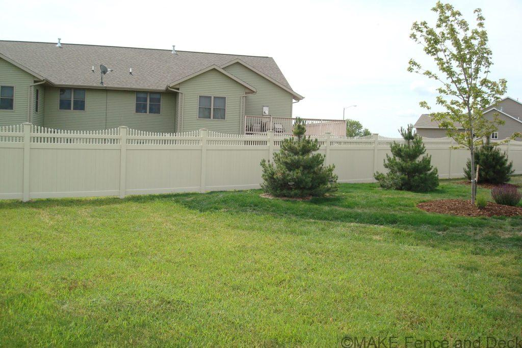 white vinyl privacy fence Marion 67 ½""