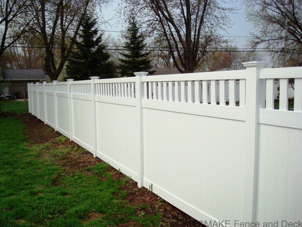 white vinyl privacy fence Medford 6' tall
